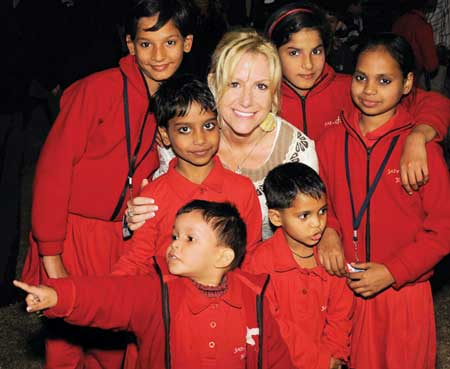 Laurie Sharma with Indian schoolchildren