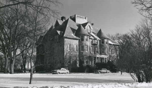 A picture of Davis Hall on a snowy day in 1950