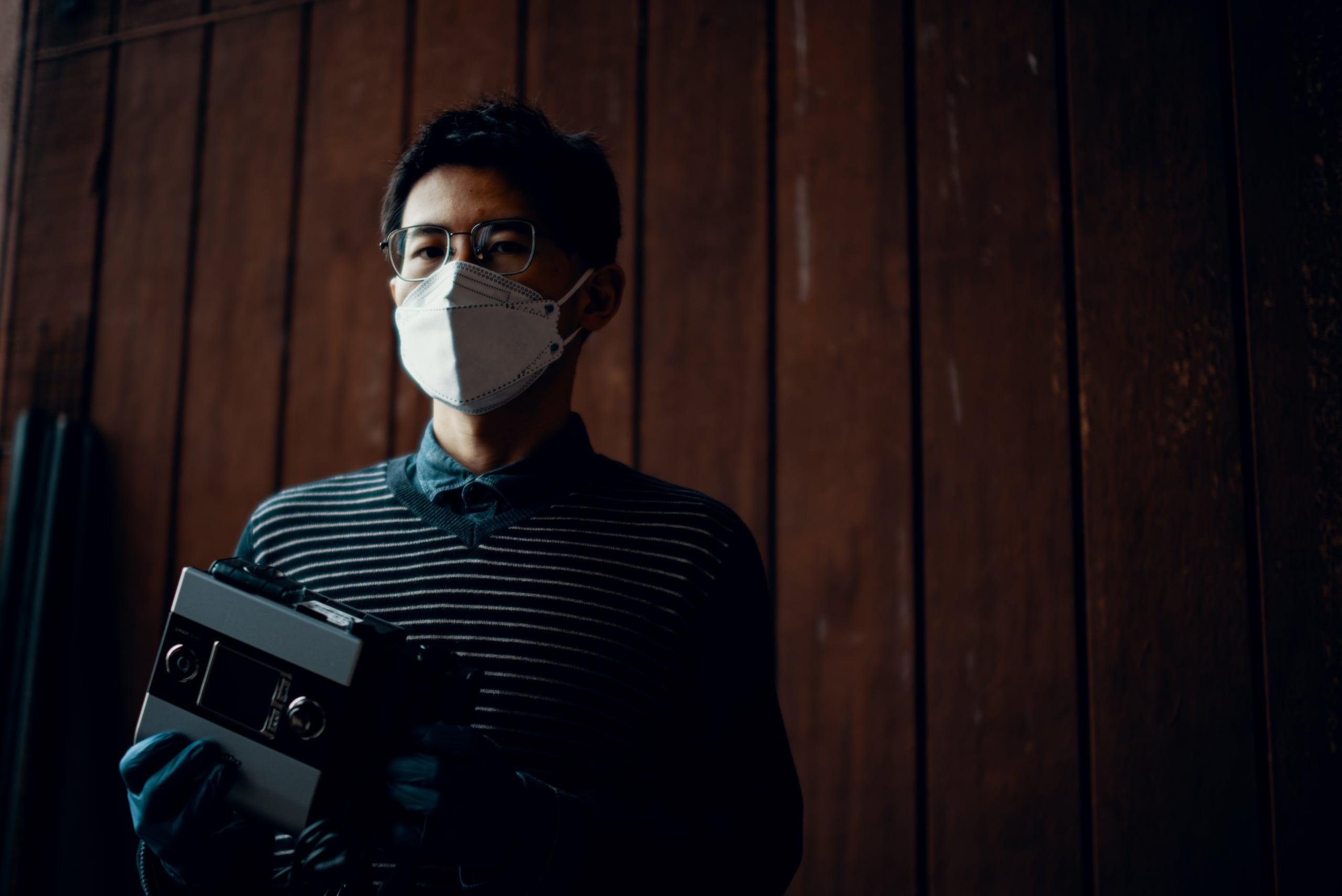 Professor Tao Wei holds a CPAP machine