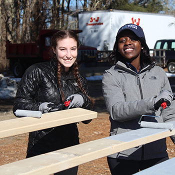 Alternative Spring Break students working on a Habitat for Humanity building project